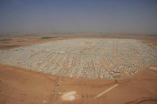 Za'atari és ja la 4a ciutat de Jordània. El 2n camp de refugiats + gran del món. 8 infants hi neixen cada dia #Siria http://t.co/4i9x82pwbB