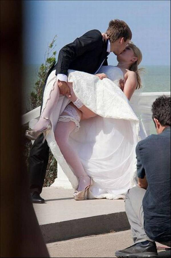 невеста чулки задирает платье искушена хитроумных комбинациях