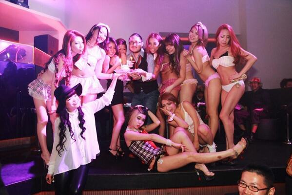 #麻布十番 #DIX 本日(金)はTHE VENUS開催! #ざびーなす 「DJ Tの #ゲスト 」で男性2000/2D、女性フリー+1Dで入場出来ます! http://t.co/AHZ6AnPjh8