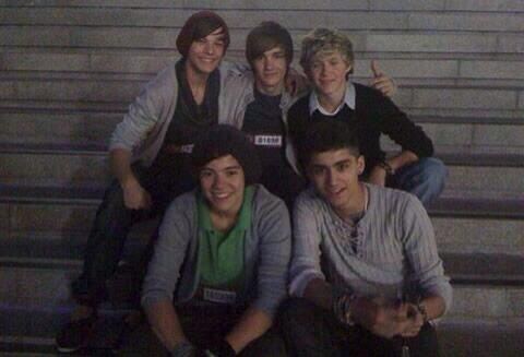 So grateful for everything! I can't believe that these boys are playing a stadium tonight! Thank you so much ! Love u http://t.co/9UDPycHieQ