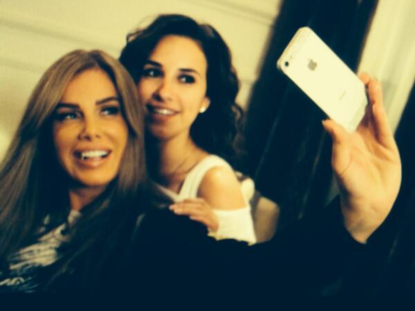 بالصور selfie تجمع نيكول سابا وشيري عادل كواليس توقيت BmGWm-vIgAAwbuK.jpg