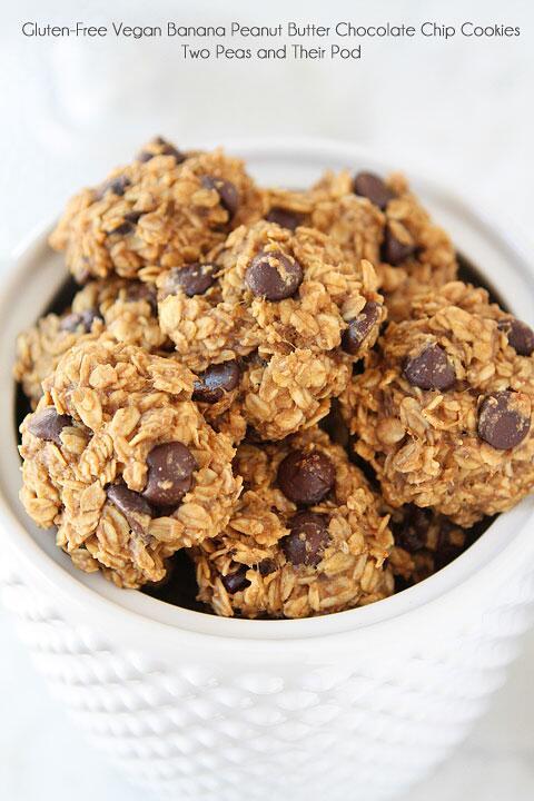 Gluten-Free Vegan Banana Peanut Butter Chocolate Chip Cookies. Yum! http://t.co/OlAAJbXfhR @TwoPeasandPod http://t.co/yQHdK8bWFG