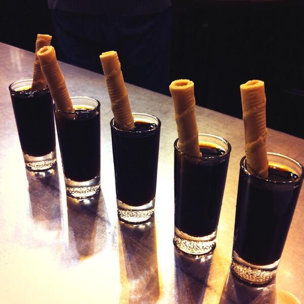 Típicos chatos de vino dulce con barquillo
