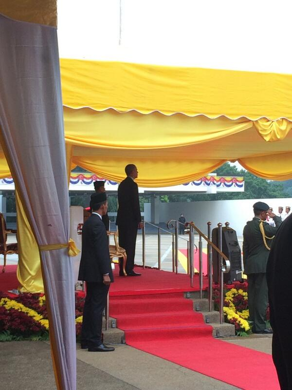 Presiden Obama at parliament square @mpkotabelud http://t.co/v07EIfNY6K