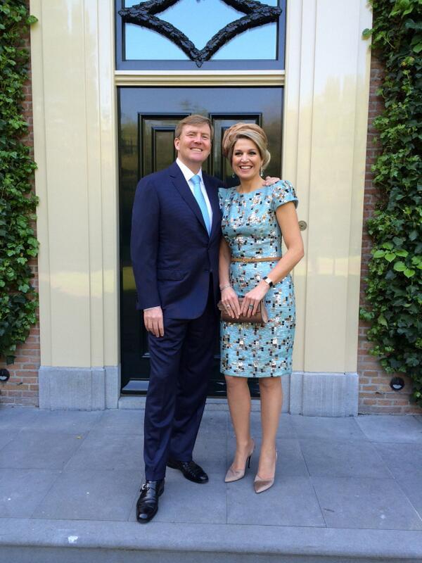 "Koning Willem-Alexander en Koningin Máxima: ""We wensen iedereen vandaag een hele mooie #Koningsdag toe!"" http://t.co/xREfFu7qgV"