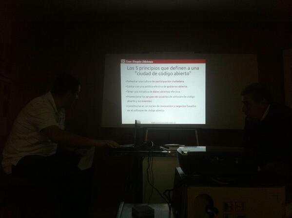 En el #jpd14 disfrutando de una charla sobre informática abierta http://t.co/qfY0hdOUAh