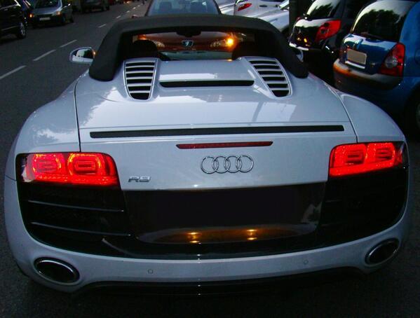 Espectacular trasera del #Audi R8  http://t.co/54G7OBG5HR http://t.co/32XTovqjwa