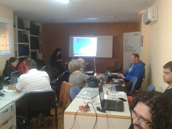 Empezando el taller de hoja de cálculo básica con @anamoramal http://t.co/4kseXr5LPQ