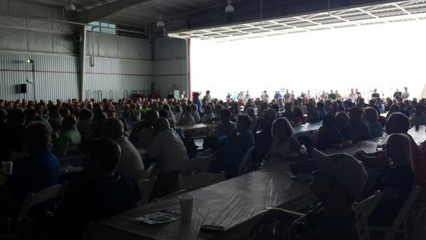 Full house at today's #AOPAHYI Pilot Townhall with #AOPA Prez Baker and #EAA  Prez Jack Pelton. #engagement http://t.co/CwwJ5YWwuc