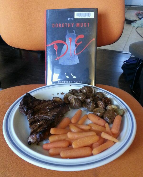 The #readathon had to wait while I had this delicious meal. I have an awesome boyfriend. http://t.co/JeHajZxNFg