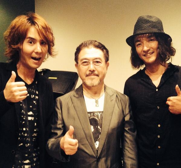 昨日は新宿ピットインにて 日本ジャズ界の最高峰ギタリストの渡辺香津美さん、若手のスーパーギタリスト菰口雄矢君との3ギターアコースティックセッション。世代を超えてギターで会話。楽しくてあっという間の2ステージでした。 http://t.co/VFy8kyuyLf