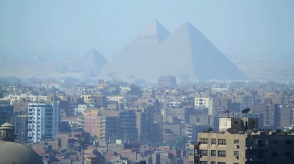 Good perspective of just how big the Pyramids really are! http://t.co/SlwWqbNTMb