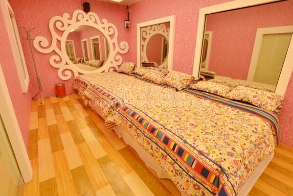 #PBBALLIN here's the girls bedroom ! #PBBALLINKickOff http://t.co/q5MRghCMRi