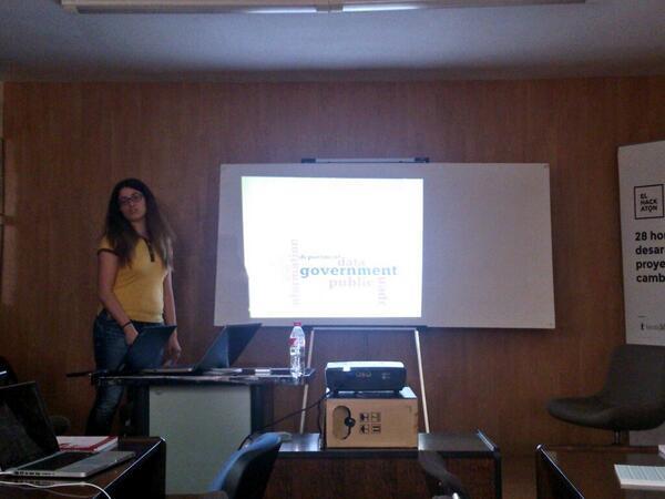 Nuestra compi @Pilarjlopez se suma a las ponencias con #periodismodatos!! http://t.co/iamnpPmuOo