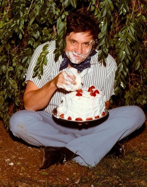 Cool History In Pictures On Twitter Johnny Cash Eating A Whole Funny Birthday Cards Online Inifodamsfinfo