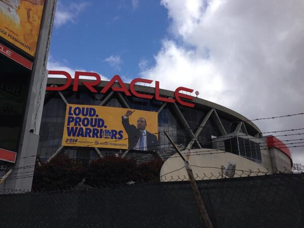 At @OracleArena for #Clippers v Warriors... Only seen 2 Clipper fans rocking gear in the last 40 min http://t.co/XWRl4pKS2b