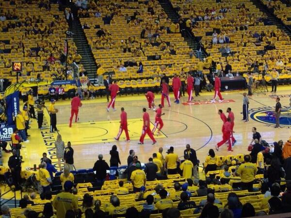 The #Clippers are wearing their warmups inside out so the Clippers logo doesn't show. http://t.co/ss2B1fUuDG
