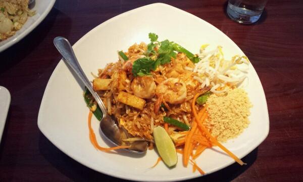 Good food near LAX #arayathai #thaifood (at @AyaraThai Cuisine) http://t.co/E5lOG2gUJR http://t.co/PwhCdM2tKK