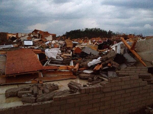 Tornado damage in River Planation neighborhood in Mayflower, #arwx http://t.co/VgVJDJaP2m