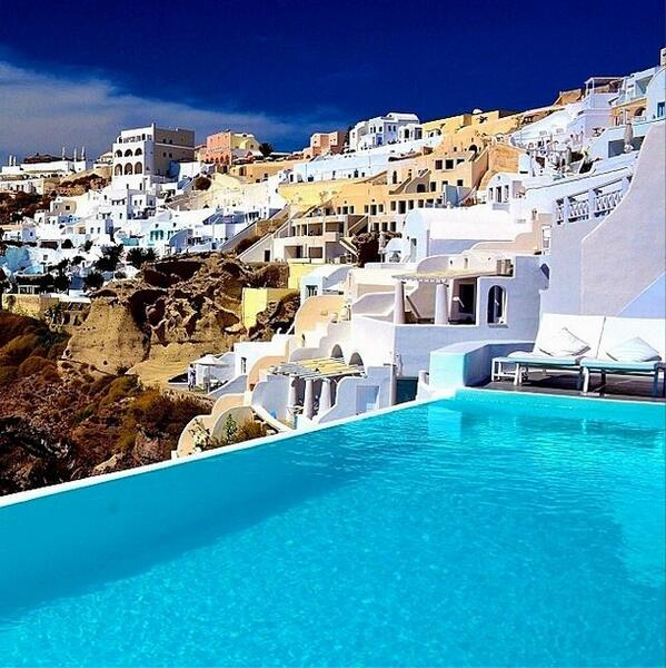 I have a strong urge to visit Greece. http://t.co/r9VELspTZQ