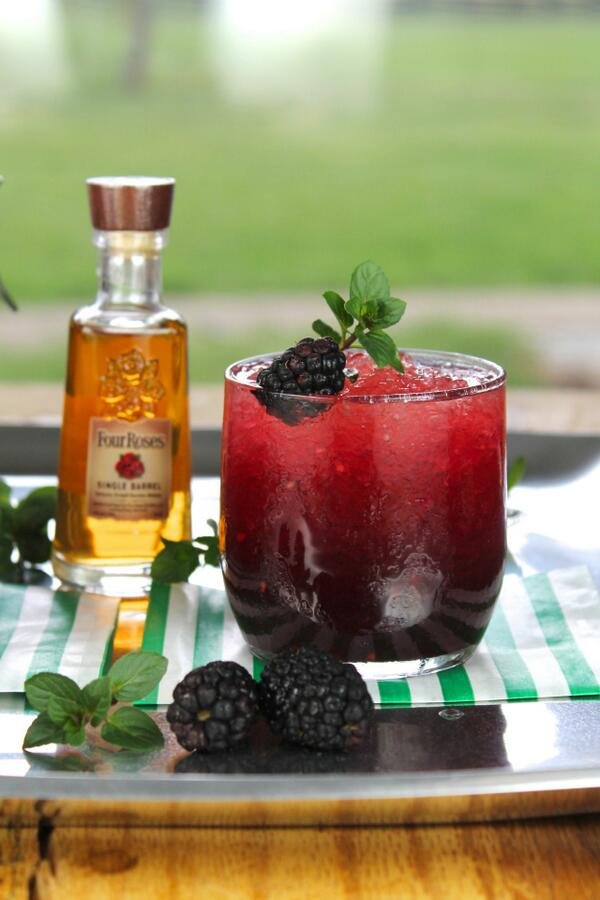 Blackberry Mint Julep Cocktail just in time for the Kentucky Derby with @4RosesBourbon http://t.co/ucczZdEXq8 http://t.co/LnG9jAKuXA