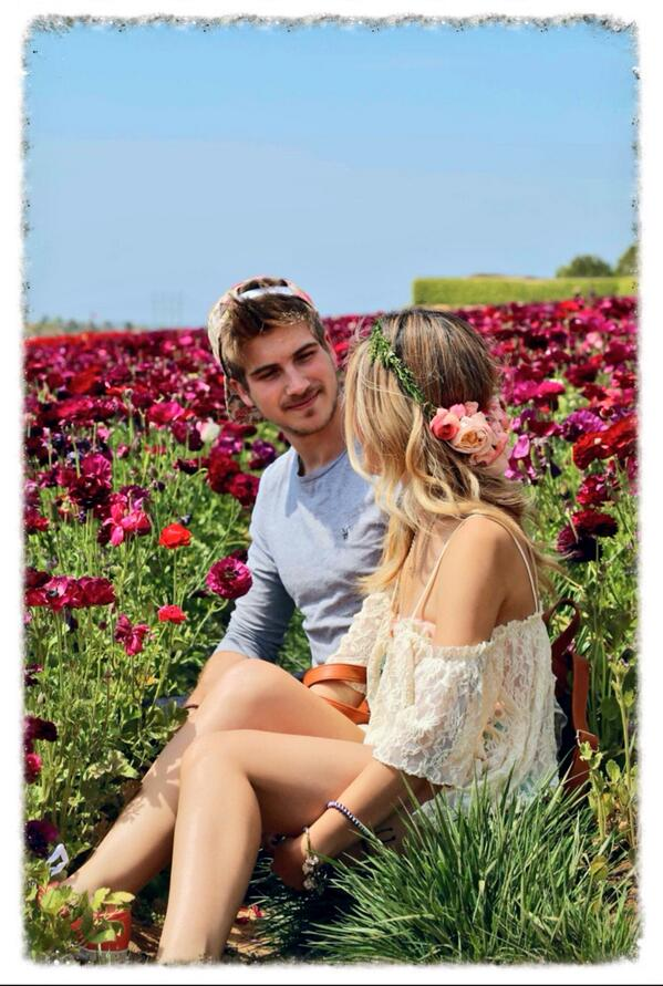 I like how @JoeyGraceffa is looking at me in this pic. HOW ROMANTIC!!!
