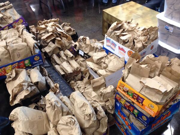 Each meal has a handwritten prayer or encouragement from our volunteers. #SERVErelief http://t.co/yideBxlJRl