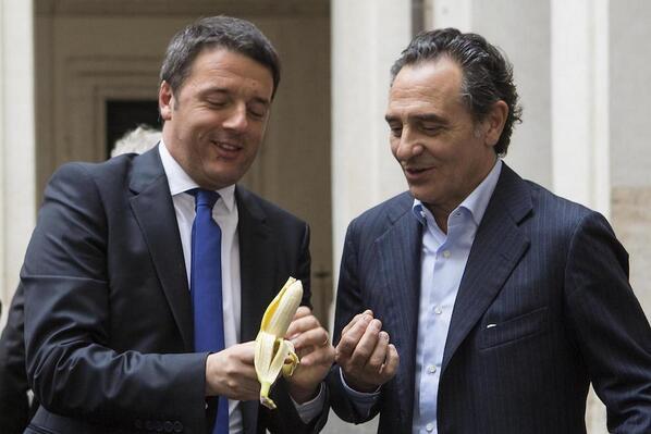 Renzi e Prandelli Foto Selfie Banana a Palazzo Chigi
