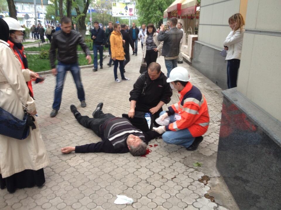 На участников проукраинского марша в Донецке напали неизвестные в камуфляже  - есть раненые - Цензор.НЕТ 9803
