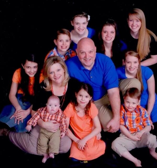 Here is a picture of the Tittle family. The father and two of the daughters were killed in last nights's tornado. http://t.co/zQkRthMlqk