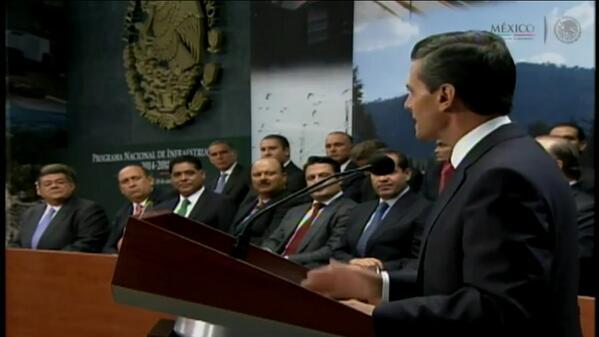 El gobernador @ferortegab en el mensaje de @PresidenciaMX Siempre muy cerca de @EPN #BienAhi #Campeche http://t.co/6mtxBGDC6N