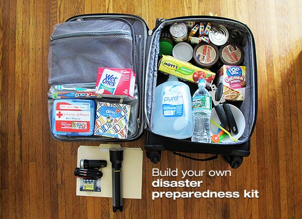 .@cdcemergency & @redcross advise families to have a kit that lasts 72 hours. What you need: http://t.co/6UZtrSzaLF http://t.co/8mndDg2NrC