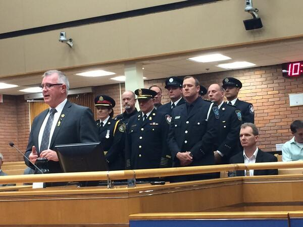 @OakvilleMayor declares May 1st as First Responders Day. @KevinFlynnMPP and emerg personnel at council this evening. http://t.co/pCG8rp7GZx