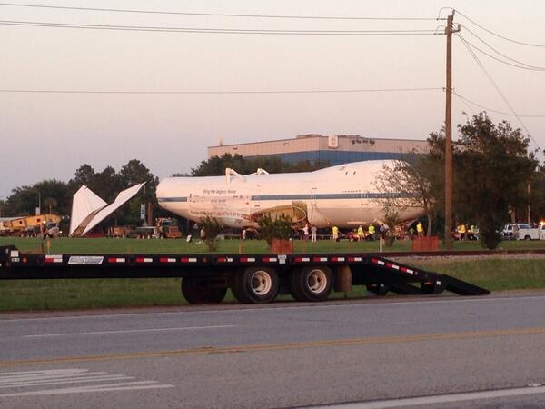 There's a 747 on the road. #BigMove #spacetweeps #roguesocial #shuttle747 http://t.co/sa5vSMTl5K