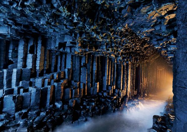 フィンガルの洞窟(スコットランド)pic.twitter.com/XjQDUkbUIK