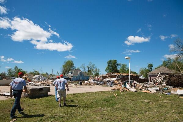 my friends at @ConvoyofHope responding to the Midwest tornado outbreak http://t.co/a8fQZ2Gz9m