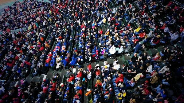 Go Sox. Fenway crowd. #teamlumia http://t.co/OCHDH64tqS