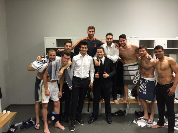 Orgulloso de pertenecer a este equipo ! Ya estamos en Lisboa !!! HALA MADRID!!! http://t.co/aylaAvC97k