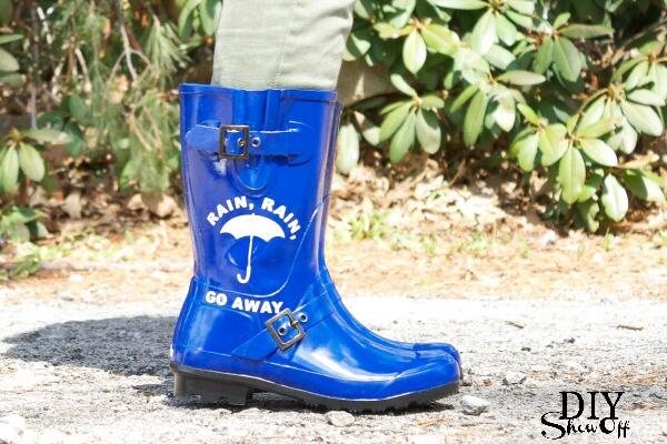 Perfect rainy day project: Decorate your rain boots! #DIY http://t.co/sGvuxx7BY7 http://t.co/BBiZ0UPhuw