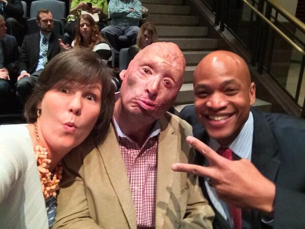 A motley crew of veterans hanging out before the #ComingBackPBS screening. @BobbyHenline @WesMoore1 http://t.co/w8q8RgEeAF