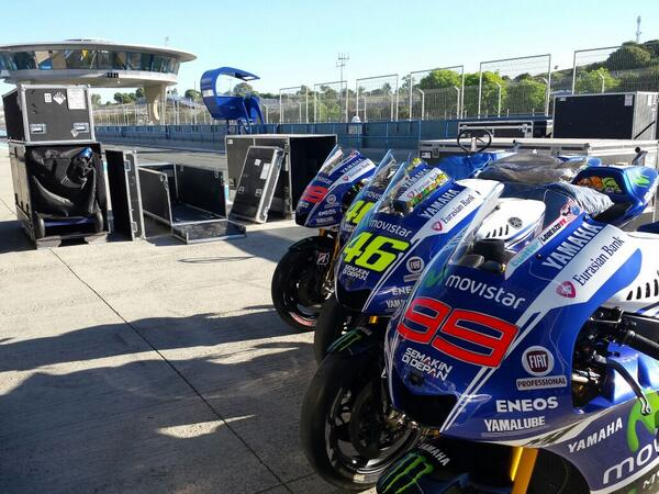 Thanks to the boys at @SelArcese the girls made it to jerez safe and sound #motoGP http://t.co/re1Hml0w8o