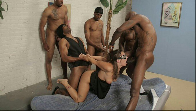 This is for all of you that hate IR! I don't give a fuck because I love it ;) awesome scene from @DogfartNetwork