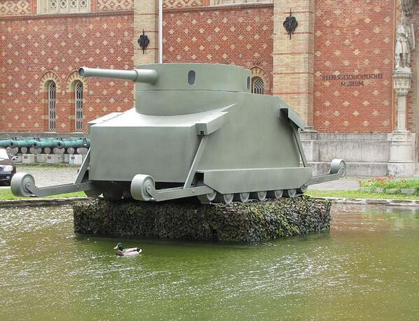 ドイツ軍が初めて採用を検討した戦車、モトーア・ゲシュッツをオーストリアの博物館が復元したんだけど、表情が連装砲ちゃんに似てるらしい。 pic.twitter.com/tgDCVeOu8I