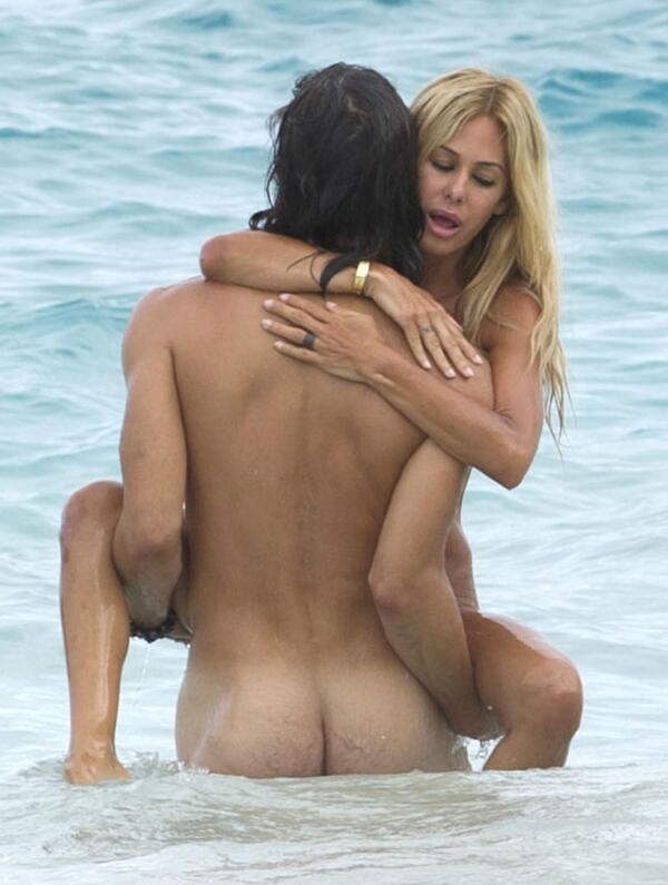 Lisa rinna naked in playboy