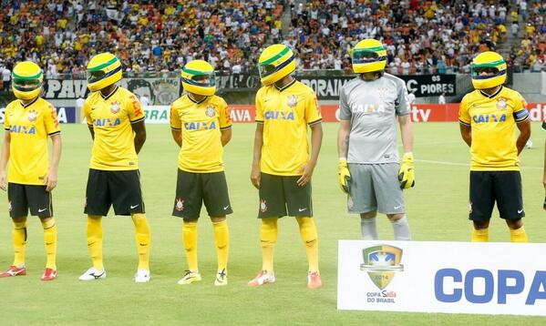 Amazing Corinthians tribute to Ayrton Senna, players wear helmets before Nacional AM win
