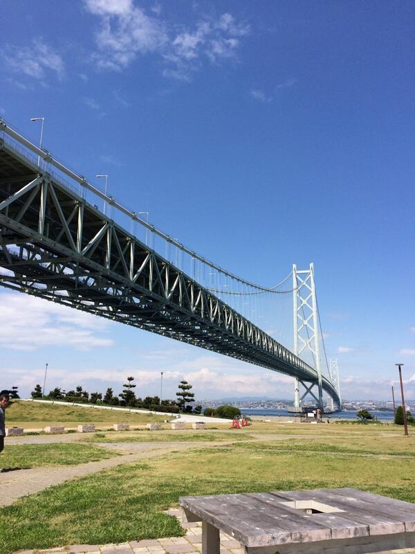 淡路島に渡る橋、明石海峡大橋の通行料が2500円から900円に値下げされましたので、皆さんドンドン淡路島に来てくださーい! http://t.co/rQ8kxkFDvO