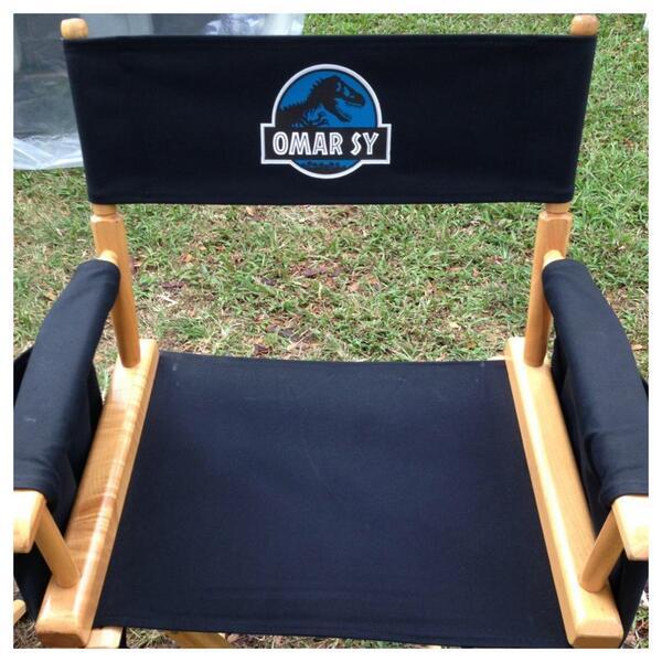 1er jour de tournage #JurassicWorld #Hawaii !  'i'm happy !' @colintrevorrow @prattprattpratt @UniversalPics http://t.co/wSfpsq1tAr