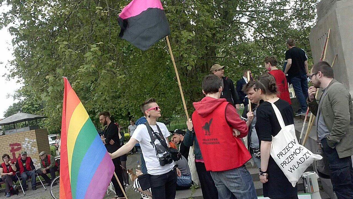Queer circles representatives on #MayDay demo in #Wroclaw http://t.co/AqfD5Tnz1P by @DawidJKrawczyk #1maja #świętopracy