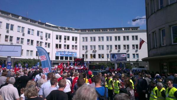 Official unions #MayDay demonstration in #Warsaw, Poland #1maja http://t.co/sROqnJbc4w
