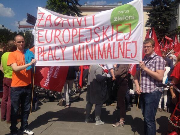 #1maja w Warszawie: Marsz Sprawiedliwości Społecznej, fot. @joerbel @Zieloni http://t.co/q8IRpn0lJ2